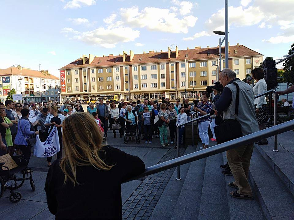 Demonstracja solidarności z protestującymi w Sejmie niepełnosprawnymi i ich opiekunami